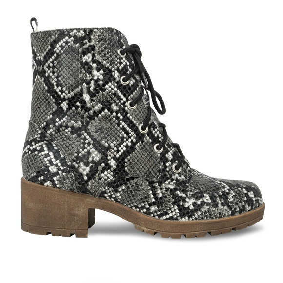 Chase + Chloe Shoes - Women's Lace Up Stacked Heel Snake  Combat Boot